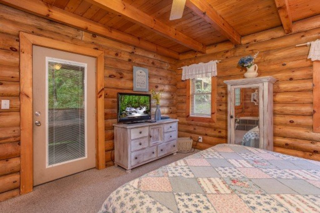Photo of a Pigeon Forge Cabin named Alpine Something Blue - This is the ninth photo in the set.