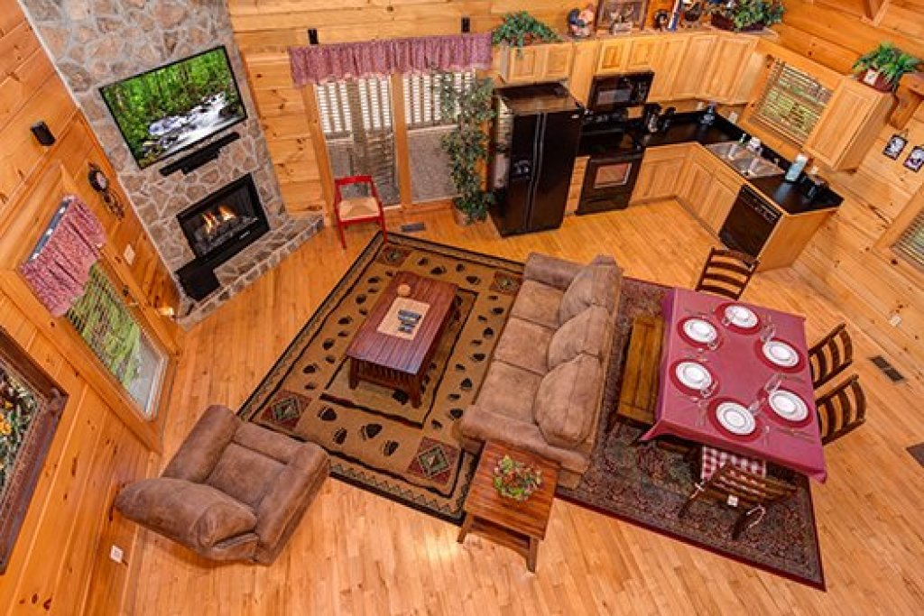 Photo of a Sevierville Cabin named Lazy Bear Lodge - This is the sixteenth photo in the set.