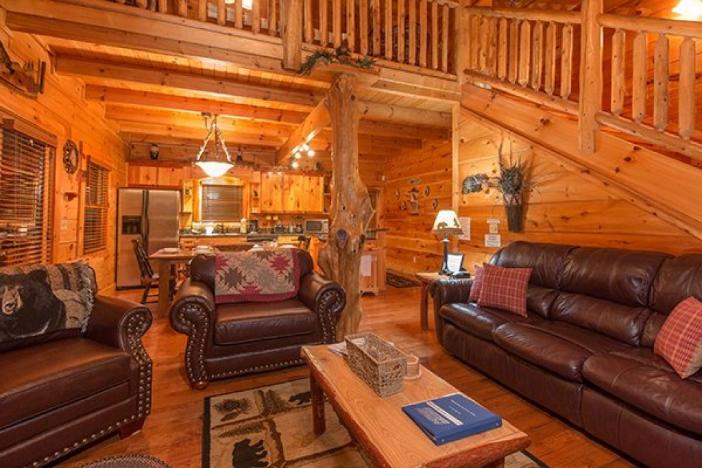 Photo of a Sevierville Cabin named Bearfoot Paradise - This is the seventh photo in the set.