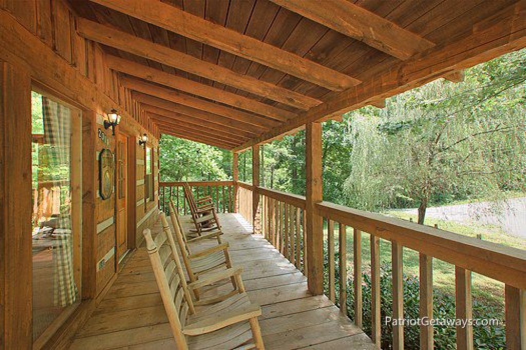 Photo of a Sevierville Cabin named Call Of The Wild - This is the seventh photo in the set.