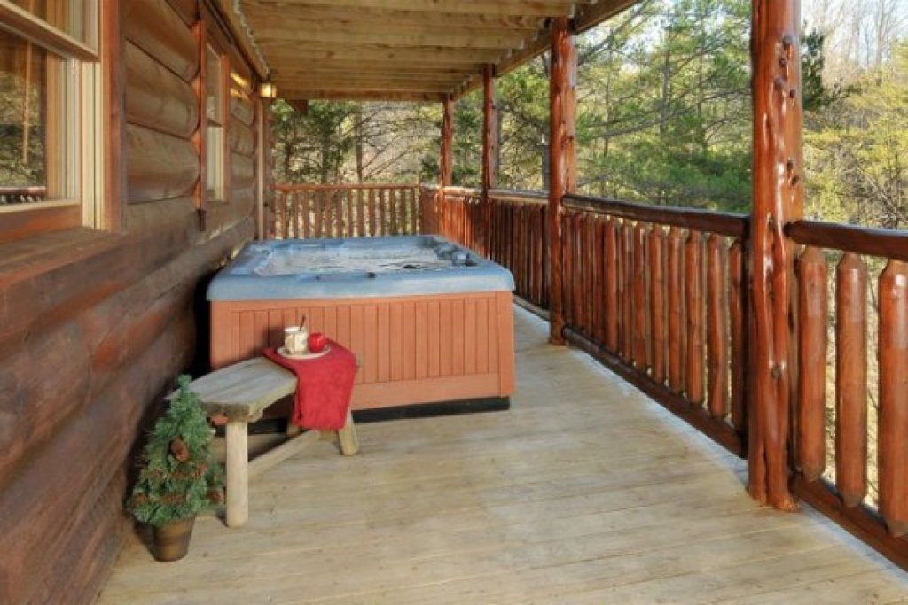 Photo of a Pigeon Forge Cabin named Hidden Hideaway - This is the twenty-first photo in the set.