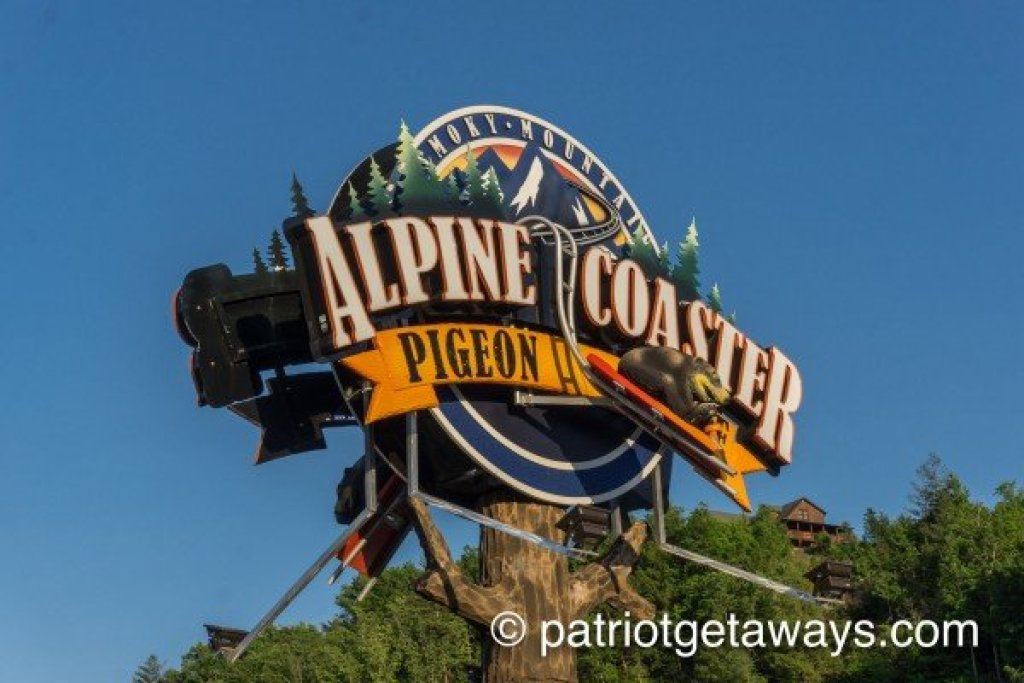 Photo of a Pigeon Forge Cabin named Alpine Something Blue - This is the twenty-eighth photo in the set.