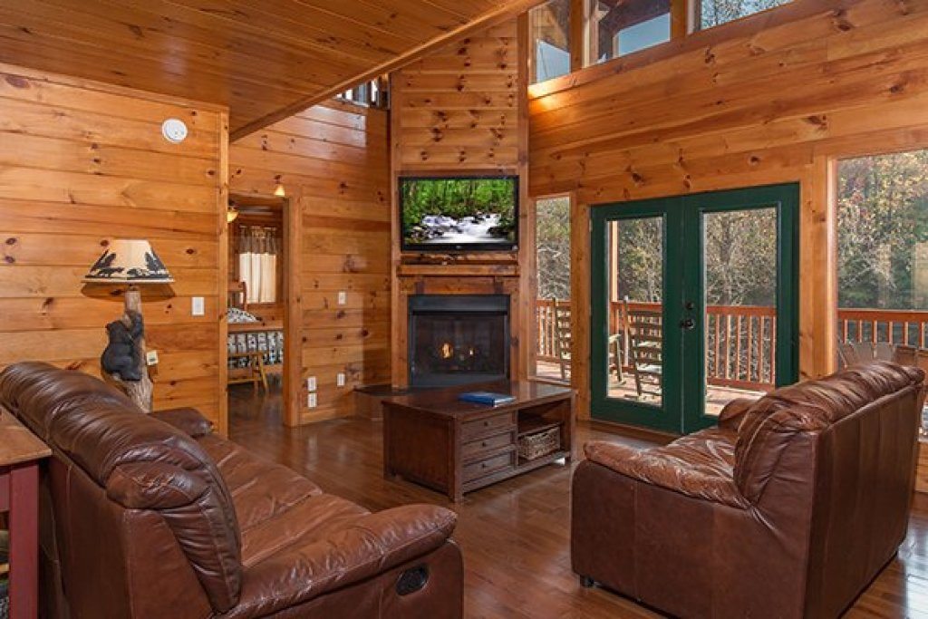 Photo of a Pigeon Forge Cabin named Rocky Top Lodge - This is the third photo in the set.