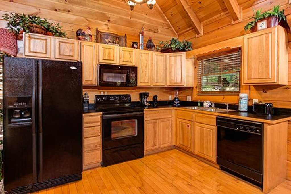 Photo of a Sevierville Cabin named Lazy Bear Lodge - This is the eighth photo in the set.