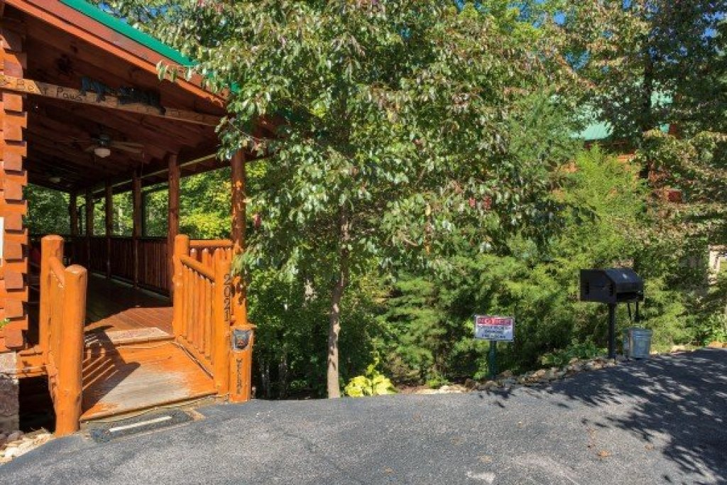 Photo of a Sevierville Cabin named Bearfoot Paradise - This is the tenth photo in the set.