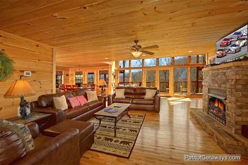 Photo of a Gatlinburg Cabin named Alpine Pointe - This is the tenth photo in the set.