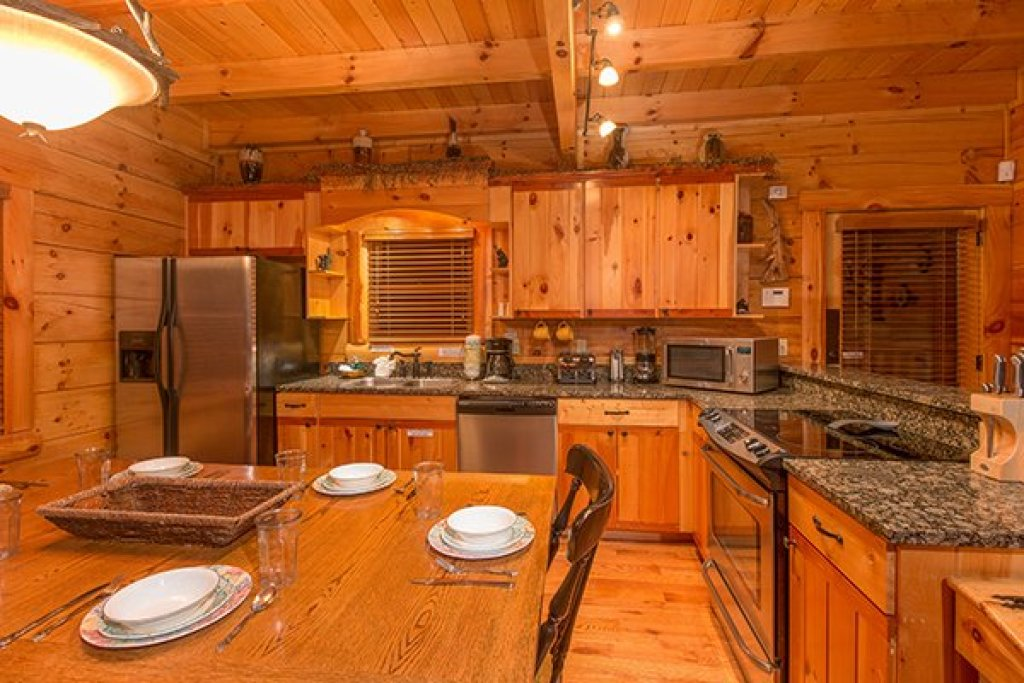 Photo of a Sevierville Cabin named Bearfoot Paradise - This is the ninth photo in the set.