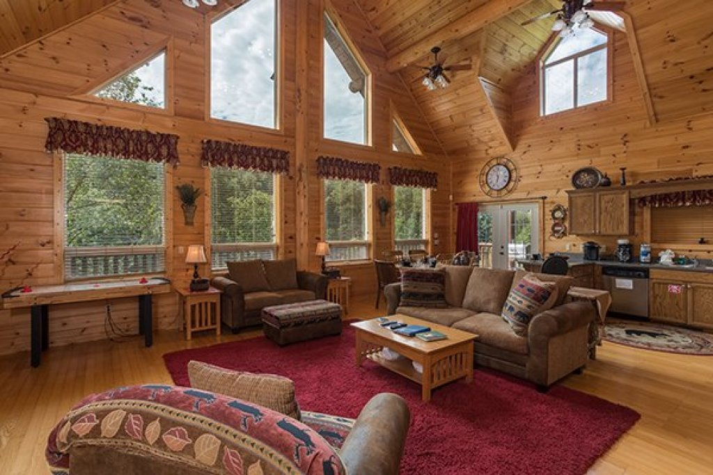 Photo of a Sevierville Cabin named Longwalker Lodge - This is the second photo in the set.