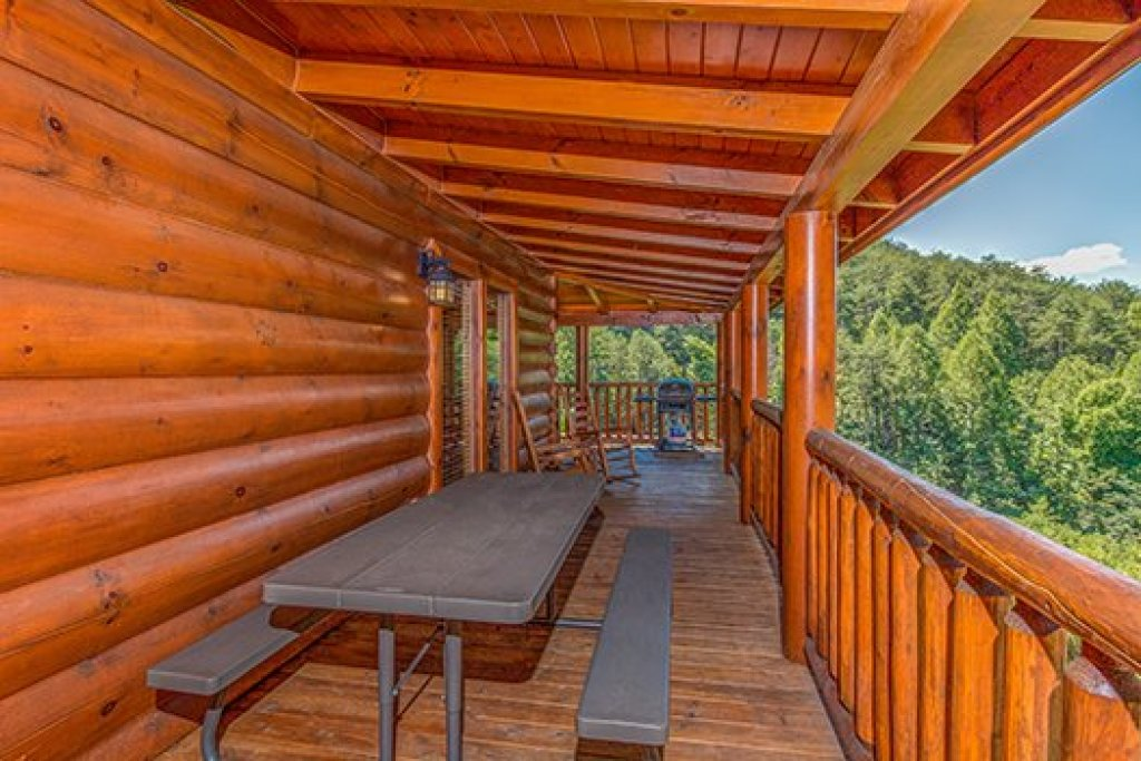 Photo of a Sevierville Cabin named Lazy Bear Lodge - This is the twentieth photo in the set.