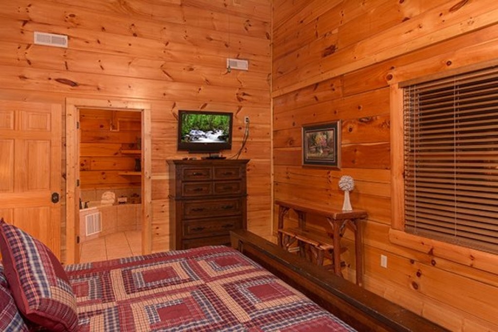 Photo of a Sevierville Cabin named Bearfoot Paradise - This is the twenty-eighth photo in the set.
