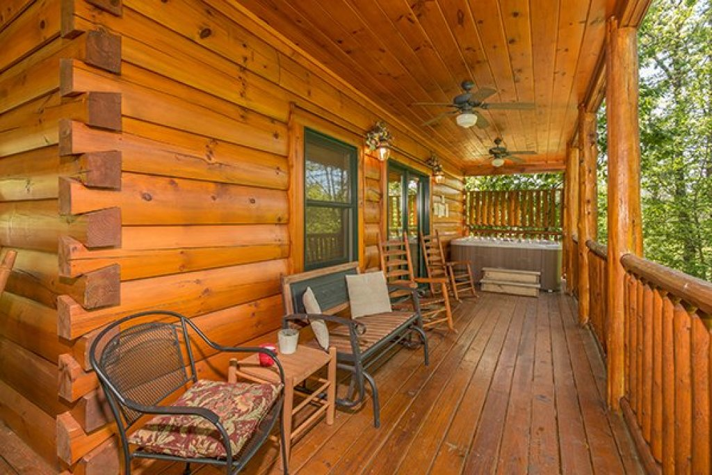Photo of a Sevierville Cabin named Bearfoot Paradise - This is the seventeenth photo in the set.
