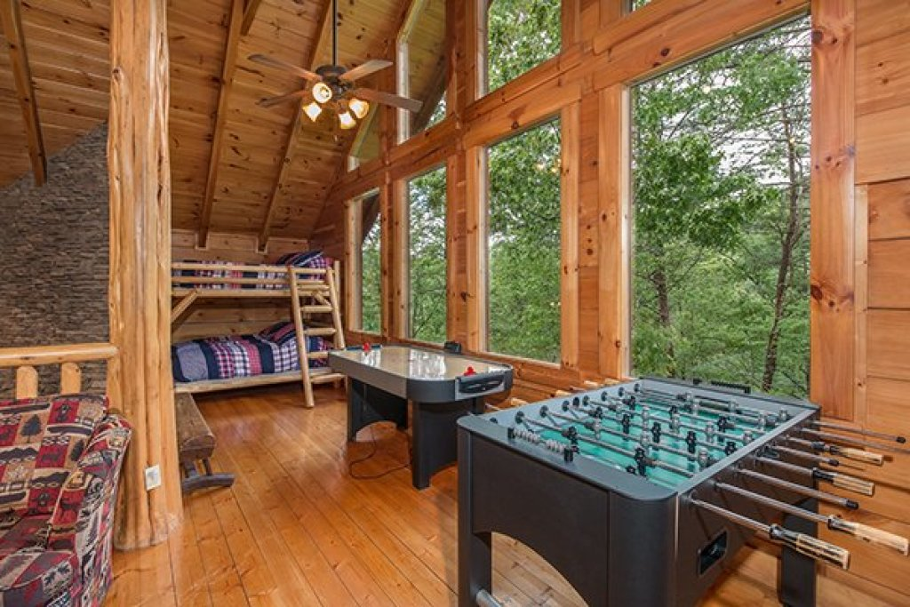 Photo of a Sevierville Cabin named Bearfoot Paradise - This is the twenty-fifth photo in the set.