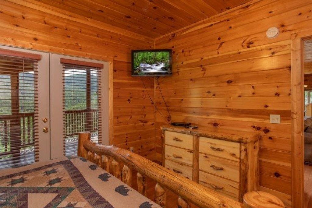 Photo of a Pigeon Forge Cabin named Four Seasons Lodge - This is the twentieth photo in the set.