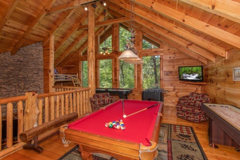 Photo of a Sevierville Cabin named Bearfoot Paradise - This is the twenty-first photo in the set.