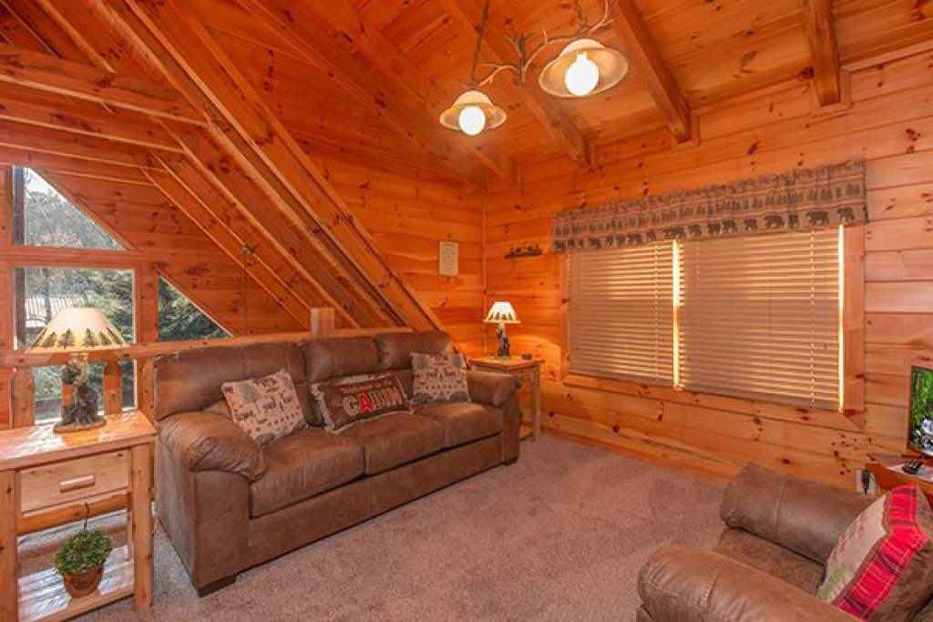 Photo of a Pigeon Forge Cabin named Mountain Harvest - This is the fourteenth photo in the set.