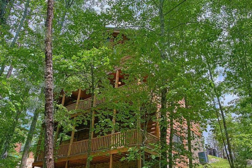 Photo of a Sevierville Cabin named Bearfoot Paradise - This is the forty-third photo in the set.