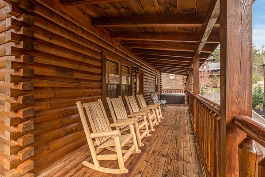Photo of a Pigeon Forge Cabin named Mountain Harvest - This is the twenty-first photo in the set.