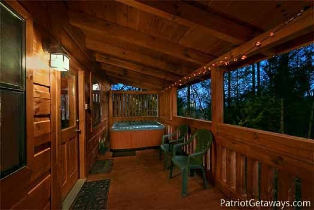 Photo of a Gatlinburg Cabin named Honeymoon In Gatlinburg - This is the tenth photo in the set.