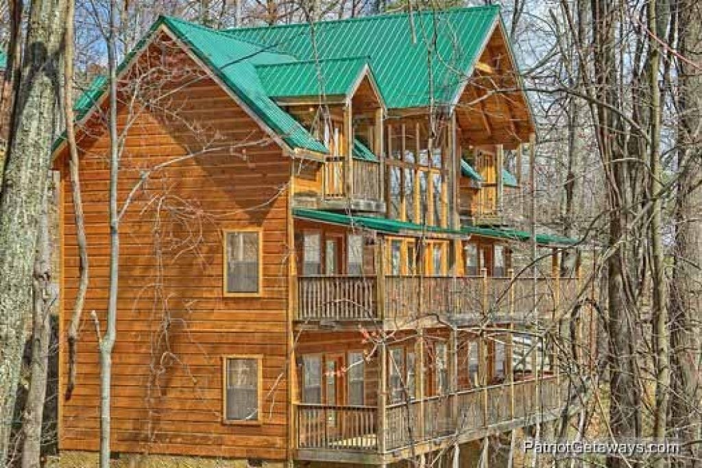 Photo of a Gatlinburg Cabin named Alpine Pointe - This is the second photo in the set.