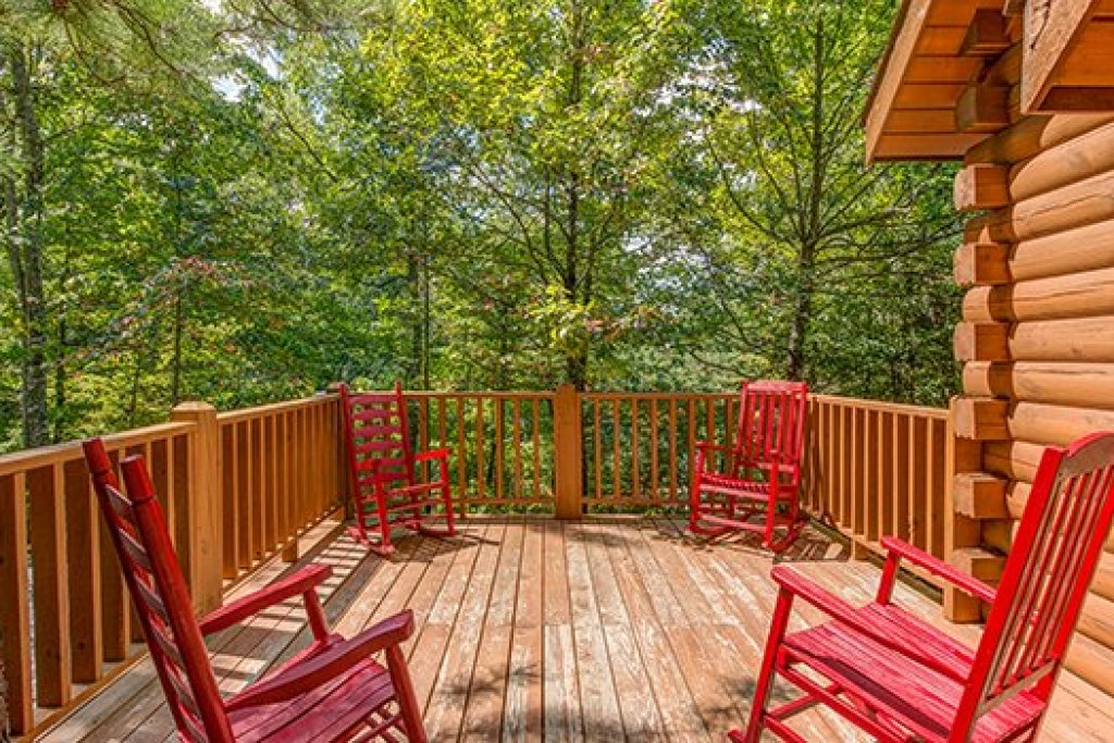 Photo of a Sevierville Cabin named Cupids Crossing - This is the eighth photo in the set.