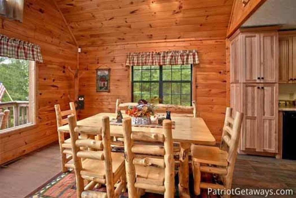Photo of a Sevierville Cabin named Cabin On The Hill - This is the sixth photo in the set.