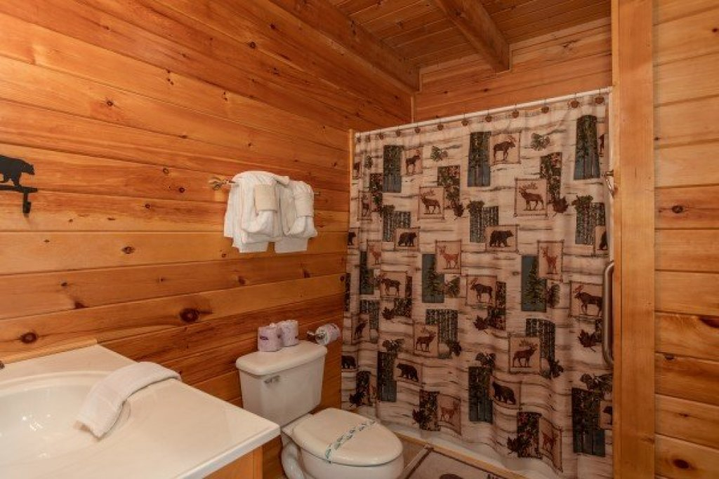Photo of a Pigeon Forge Cabin named Momma Bear - This is the tenth photo in the set.