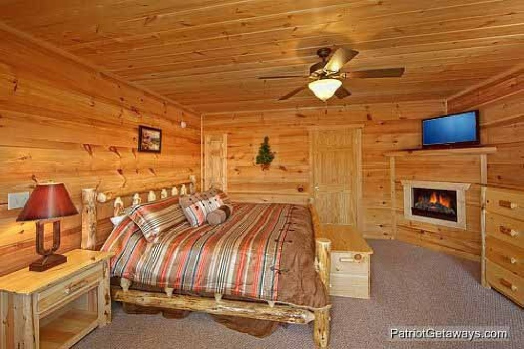 Photo of a Gatlinburg Cabin named Alpine Pointe - This is the eleventh photo in the set.
