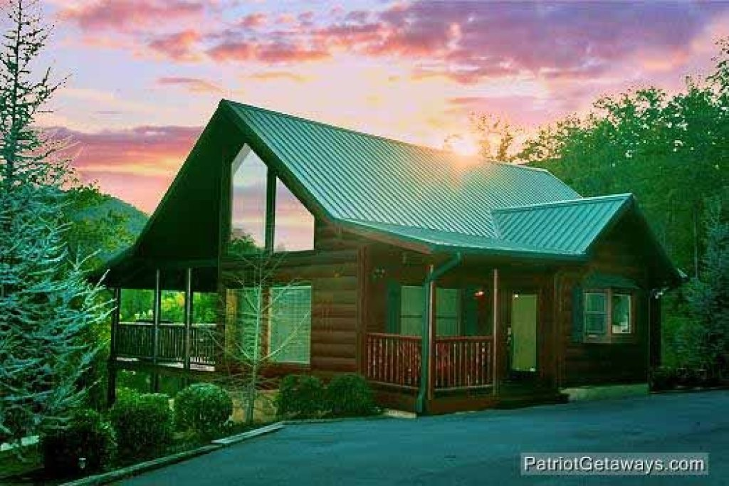 Photo of a Sevierville Cabin named Flying With Eagles - This is the first photo in the set.