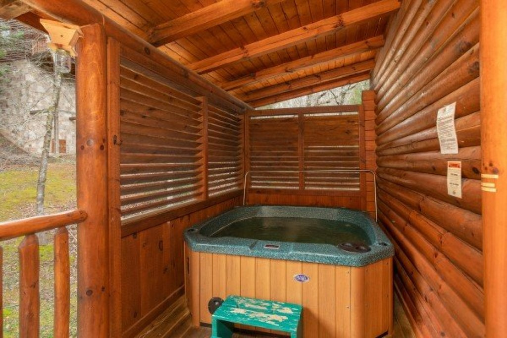 Photo of a Sevierville Cabin named Let The Good Times Roll - This is the sixteenth photo in the set.