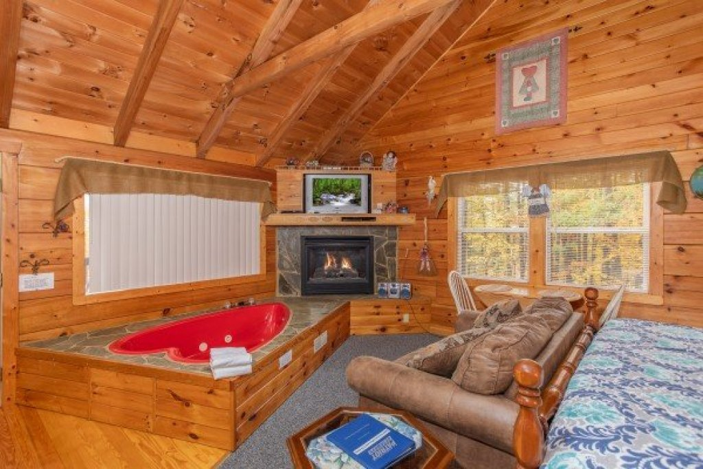 Photo of a Sevierville Cabin named Love Me Tender - This is the sixth photo in the set.