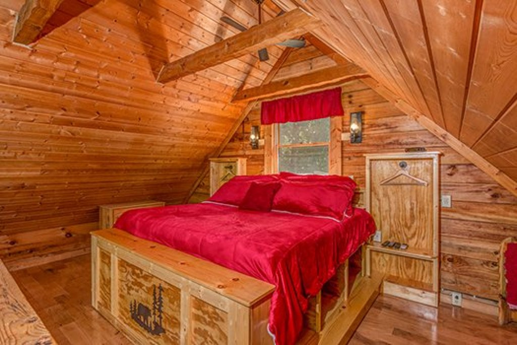 Photo of a Sevierville Cabin named Cupids Crossing - This is the twelfth photo in the set.