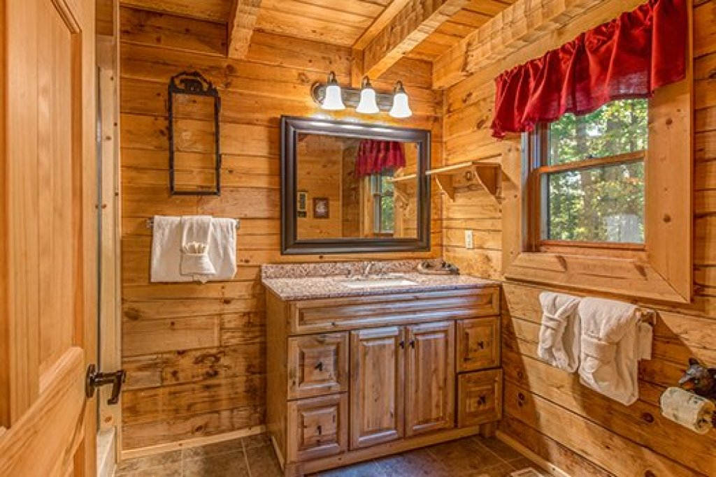 Photo of a Sevierville Cabin named Cupids Crossing - This is the tenth photo in the set.