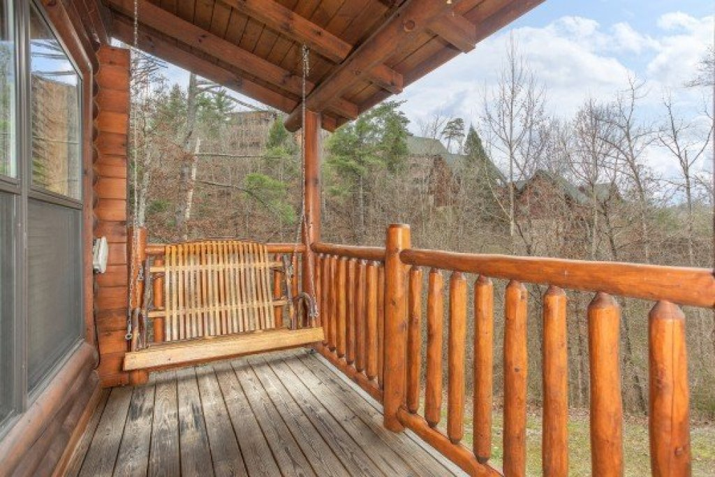 Photo of a Sevierville Cabin named Let The Good Times Roll - This is the seventeenth photo in the set.