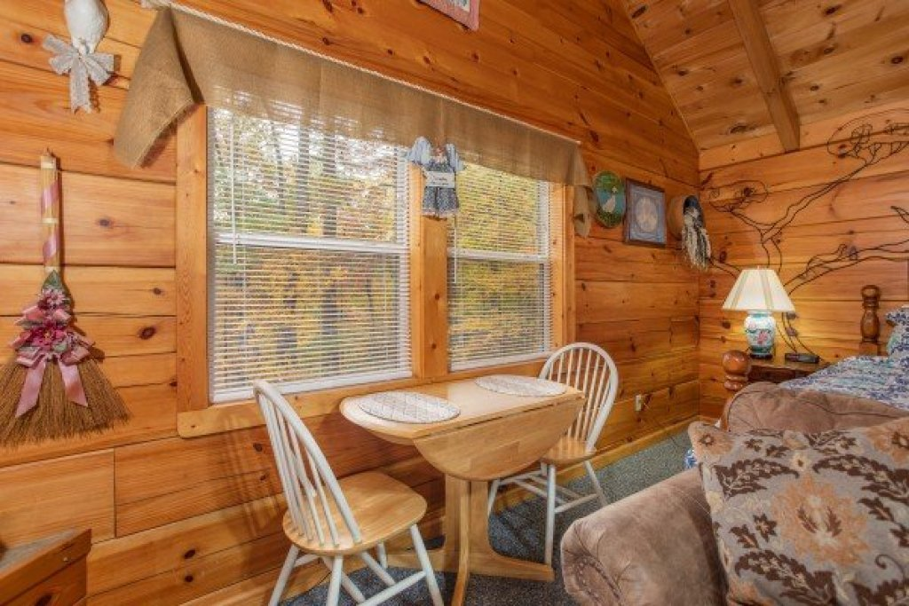Photo of a Sevierville Cabin named Love Me Tender - This is the ninth photo in the set.