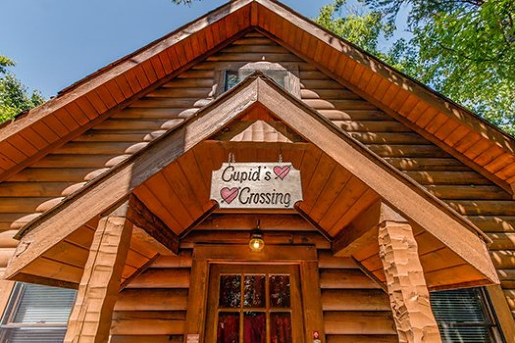 Photo of a Sevierville Cabin named Cupids Crossing - This is the third photo in the set.