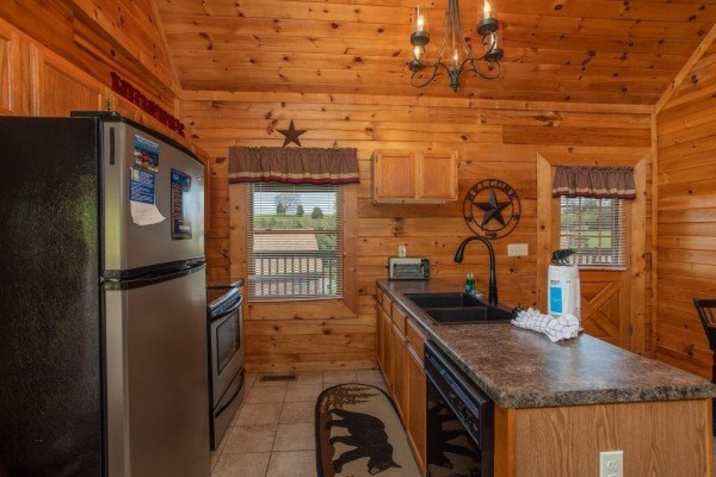 Photo of a Pigeon Forge Cabin named Momma Bear - This is the seventh photo in the set.