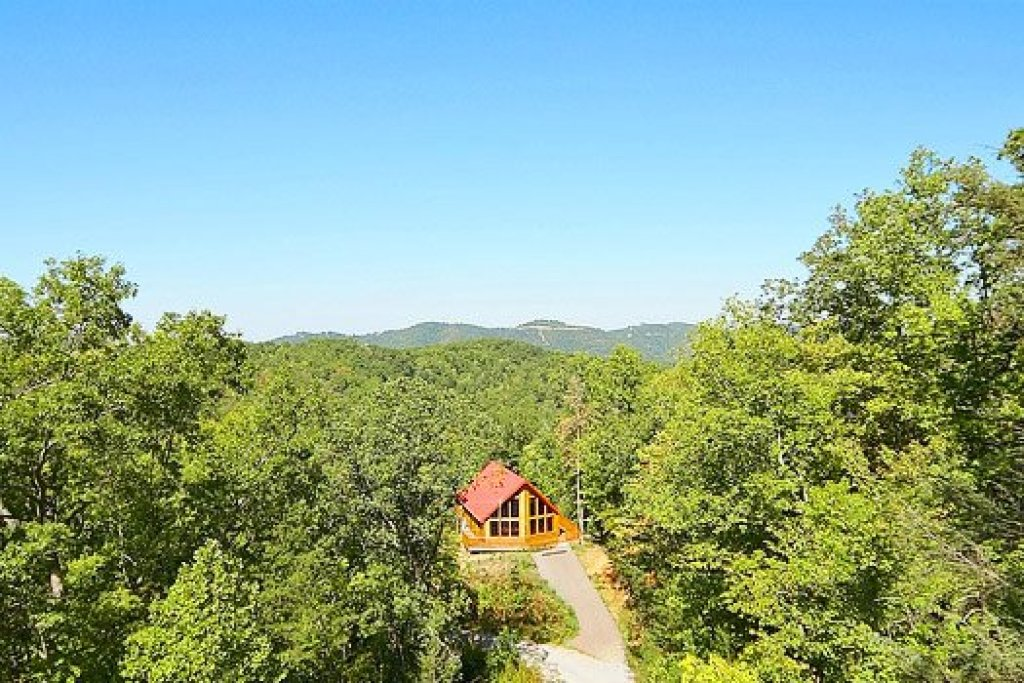 Photo of a Gatlinburg Cabin named Can't Bear To Leave - This is the seventeenth photo in the set.