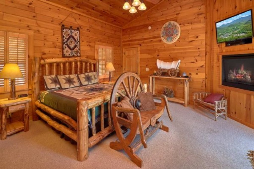 Photo of a Sevierville Cabin named Wagon Wheel Cabin - This is the seventh photo in the set.