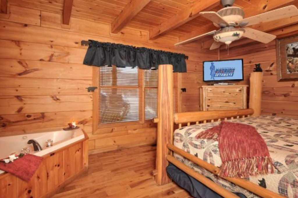 Photo of a Pigeon Forge Cabin named Hidden Hideaway - This is the seventeenth photo in the set.