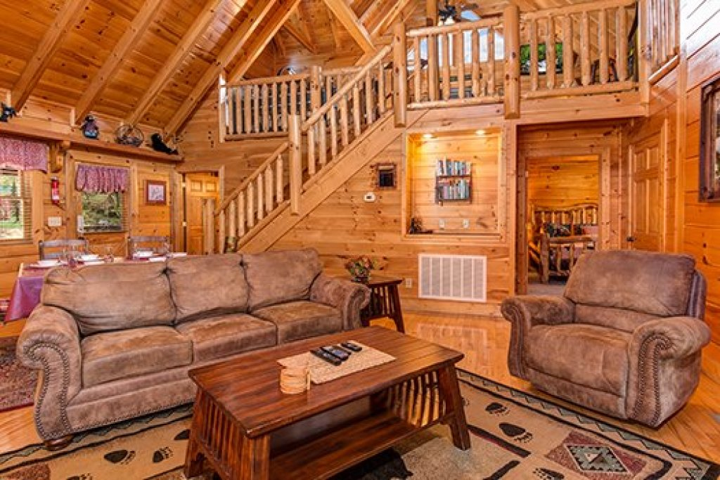 Photo of a Sevierville Cabin named Lazy Bear Lodge - This is the sixth photo in the set.