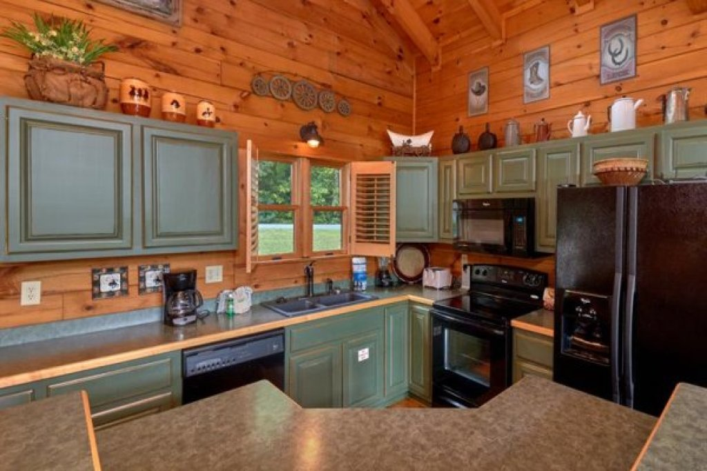 Photo of a Sevierville Cabin named Wagon Wheel Cabin - This is the fifth photo in the set.