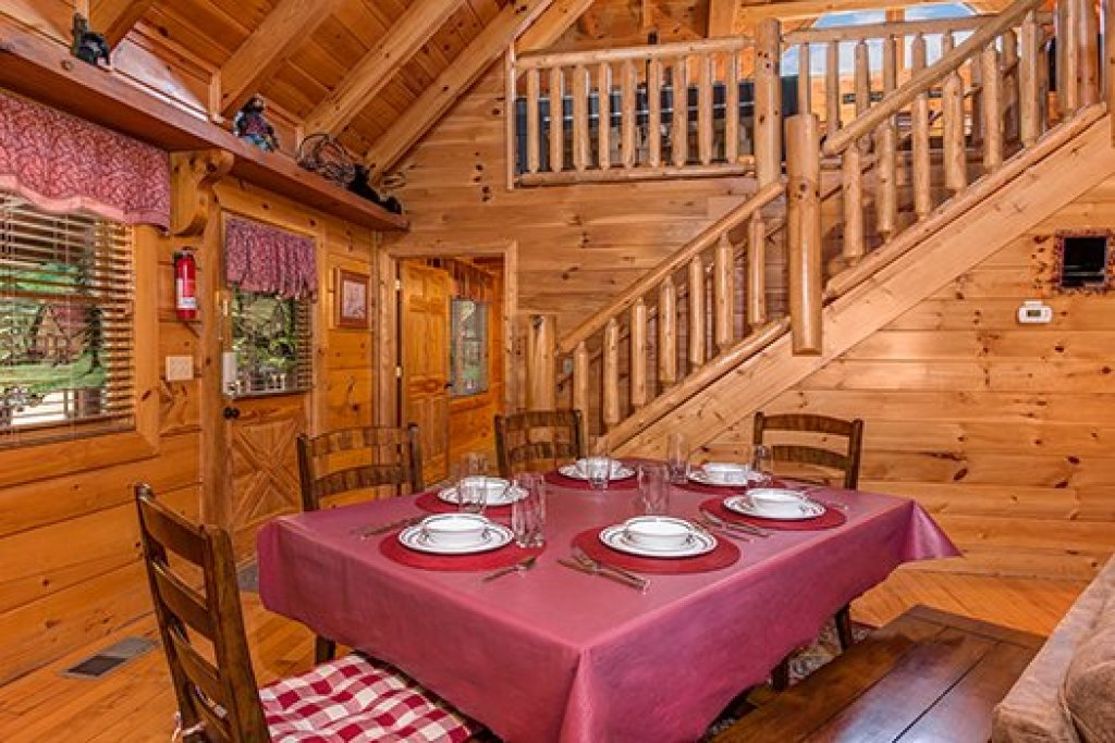 Photo of a Sevierville Cabin named Lazy Bear Lodge - This is the seventh photo in the set.