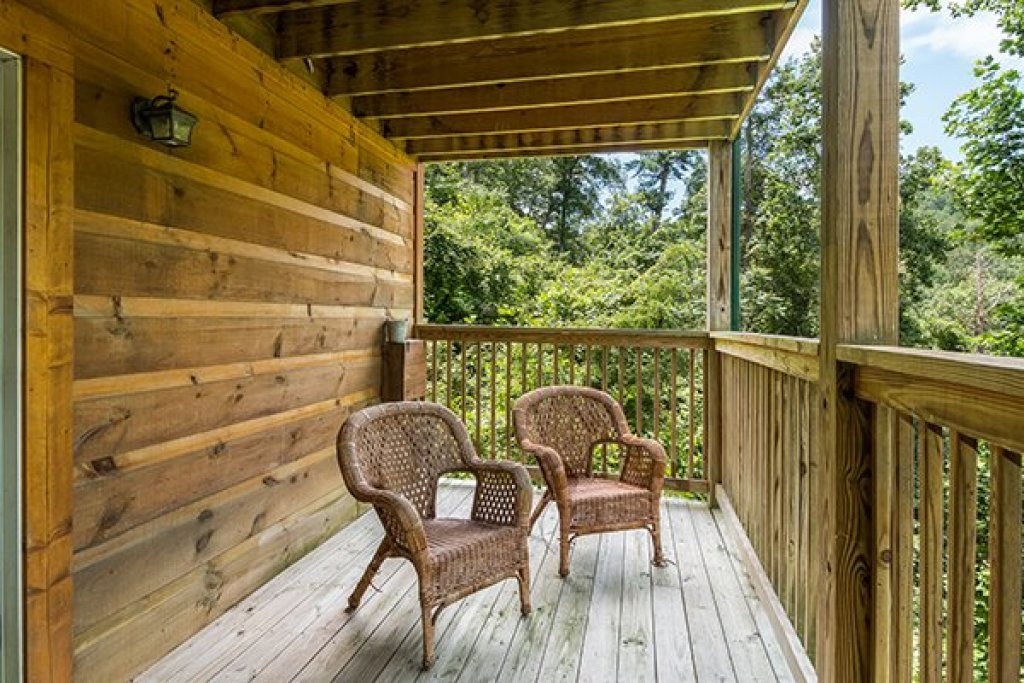 Photo of a Pigeon Forge Cabin named Whispering Oak - This is the twenty-fourth photo in the set.