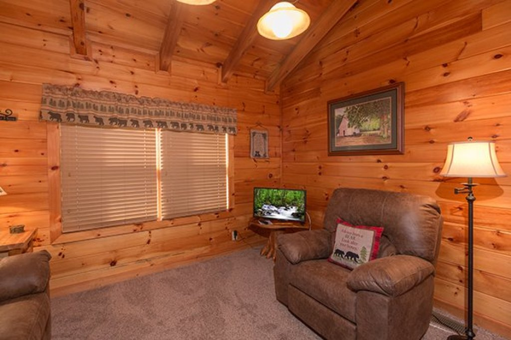 Photo of a Pigeon Forge Cabin named Mountain Harvest - This is the fifteenth photo in the set.