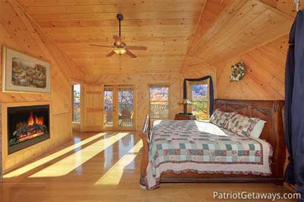 Photo of a Sevierville Cabin named About Time - This is the eighteenth photo in the set.