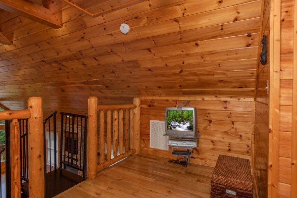 Photo of a Gatlinburg Cabin named Can't Bear To Leave - This is the fourteenth photo in the set.