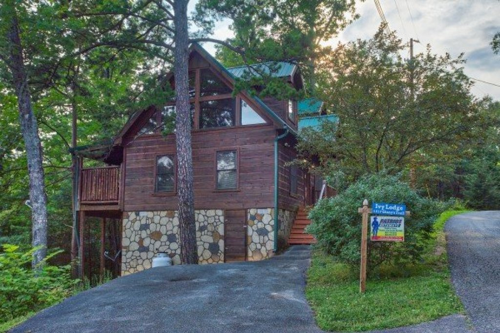 Photo of a Gatlinburg Cabin named Ivy Lodge - This is the second photo in the set.