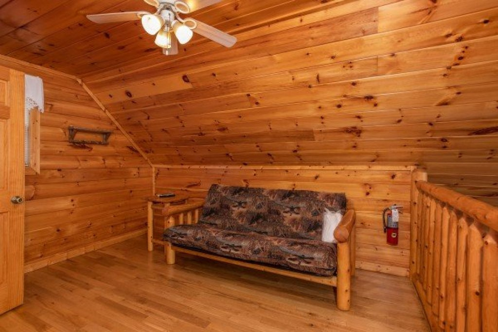 Photo of a Gatlinburg Cabin named Can't Bear To Leave - This is the fifteenth photo in the set.
