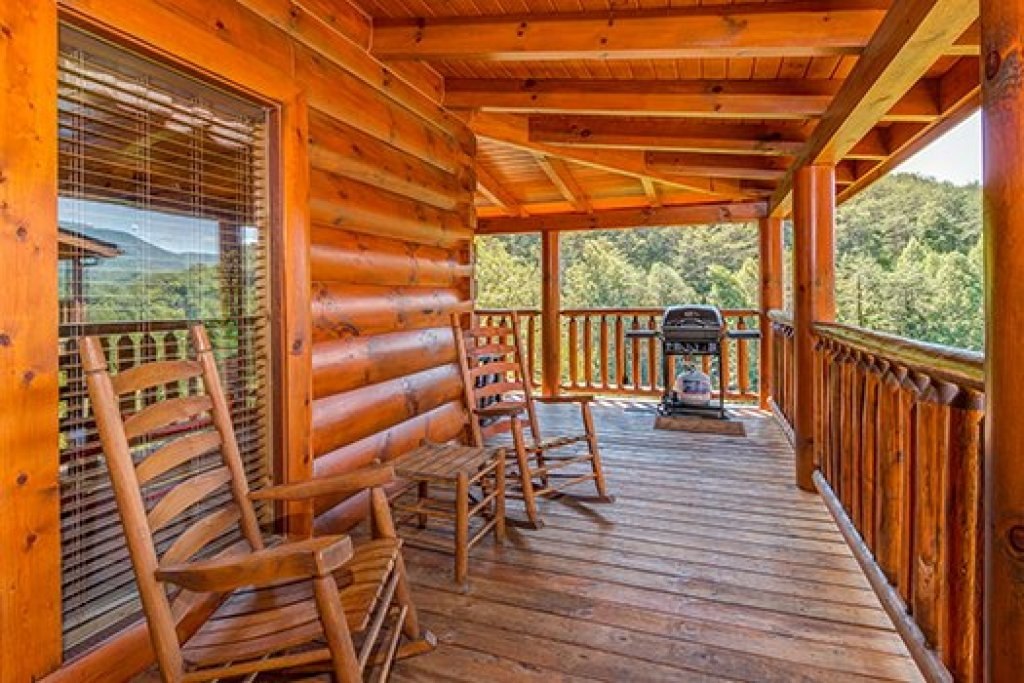Photo of a Sevierville Cabin named Lazy Bear Lodge - This is the nineteenth photo in the set.