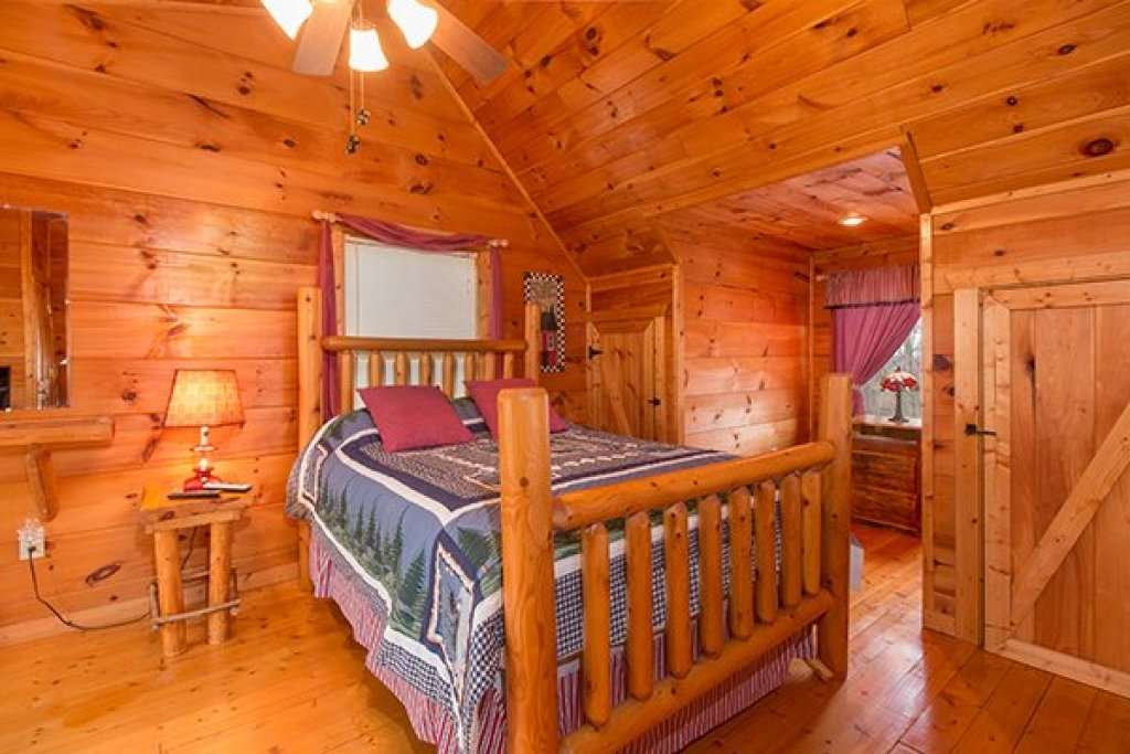 Photo of a Gatlinburg Cabin named Ivy Lodge - This is the sixteenth photo in the set.
